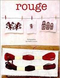 rouge Motifs de broderie traditionnelle et au point de croix